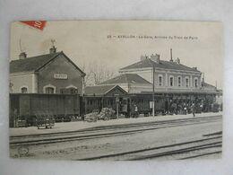 FERROVIAIRE - Gare - AVALLON - La Gare - Arrivée Du Train De Paris (animée) - Stations With Trains