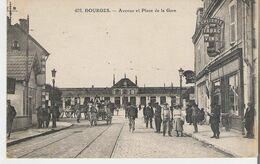 BOURGES. CP Voyagée Avenue Et Place De La Gare - Bourges