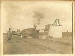 080820 - Photo - Chemin De Fer Train Gare Militaria Spahi ALGERIE Cheminot Soldats Guerre - Krieg, Militär