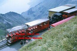 Reproduction D'unePhotographie D'un Vue En Plongée D'un Train à Crémaillère BRB Brienz Rothorn Bahn En Suisse En 1972 - Riproduzioni