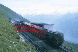 Reproduction D'unePhotographie De Trois Trains à Crémaillère BRB Brienz Rothorn Bahn En Suisse En 1972 - Riproduzioni