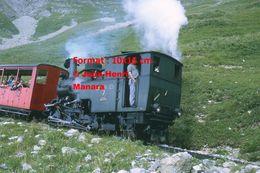 Reproduction Photographie D'un Conducteur En Locomotive Vapeur à Crémaillère BRB 7 Brienz Rothorn Bahn En Suisse 1972 - Riproduzioni