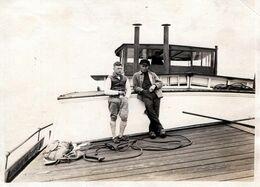 Photo Originale Duo De Marins Sur Le Pont D'un Navire Vers 1920/30 - Péniche ? - Schiffe