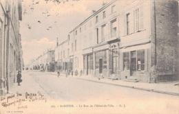 52 - SAINT DIZIER / LA RUE DE L'HOTEL DE VILLE - Saint Dizier