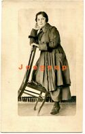 Old Photo Postcard Potrait Woman On A Chair - Persone Anonimi
