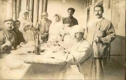 MILITARIA - Carte Postale Photo - Intérieur D'un Hôpital Avec Blessés Et Infirmières Croix Rouge - Le Repas - L 66217 - Weltkrieg 1914-18
