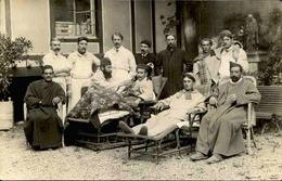 MILITARIA - Carte Postale Photo - Cours D'un Hôpital Avec Blessés Et Infirmiers - L 66218 - Weltkrieg 1914-18
