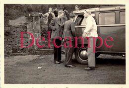 Photographie Originale : Bande De Copains Autour D'un Volkswagen Combi Split Type 2 Vers 1960 - Automobiles