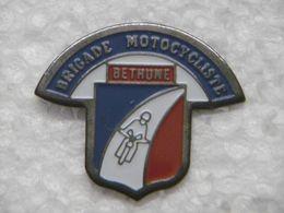 Pin's - Police / Gendarmerie : Brigade Motocycliste CRS De BETHUNE 62 PAS-DE-CALAIS - Politie