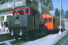 Reproduction D'unePhotographie D'un Train à Vapeur VRB 16 à Crémaillère En Gare à Rigi En Suisse En 1972 - Riproduzioni