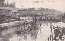 59-DUNKERQUE UN SOUS MARIN DANS LES ECLUSES - Dunkerque