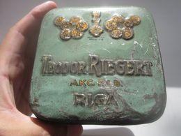 VINTAGE LATVIA RIGA TEODOR RIEGERT SWEETS TIN BOX - Boxes