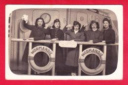 """Marine-07A41  Groupe De Femmes Militaires Sur Le Pont Du Bâteau NORMANDIE, """"""""la Belle équipe"""""""", Cpa - Barche"""