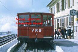 Reproduction D'unePhotographie D'une Vue De Face D'un Train VRB Chemin De Fer à Crémaillère à Rigi En Suisse En 1972 - Riproduzioni