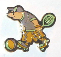 Pin's LA TAUPE SPORTIVE, FOOT, ROLLER, TENNIS - Pin's