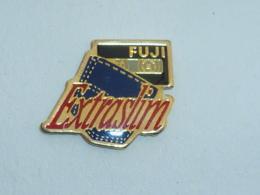 Pin's CASETTE FUJI EXTRA SLIM - Photographie