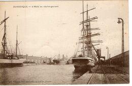 59-DUNKERQUE-4 MATS EN DECHARGEMENT ANIMEE - Dunkerque