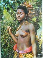 AFRIQUE - Folklore Africain - Jeune Danseuse (au Seins Nus). - Non Classés