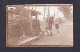Photo Originale Ancienne Automobile Réparation Crevaison Pneu Crevé Chambre à Air   Ref 42862 - Automobiles