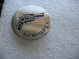 Pin's Sté ARMIMPEX à Wittelsheim (Dépt 68), Fabricant D'armes De Chasse, De Tir Et De Défense. Entreprise Fermée En 1994 - Tiro Al Arco