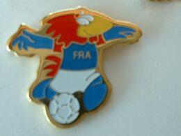 Pin's FOOTBALL - COUPE DU MONDE 1998 FOOTIX  - Petit Modéle - Fútbol