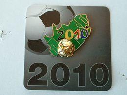 Pin's FOOTBALL - WORLD CUP AFRIQUE DU SUD 2010  - DOUBLE MOULE - Fútbol