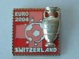 Pin's FOOTBALL - EURO 2004 - SUISSE - COUPE EN 2éme MOULE - Fútbol