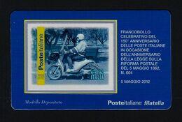 """2012 ITALIA """"150° ANNIVERSARIO POSTE ITALIANE / POSTINO IN MOTORINO"""" TESSERA FILATELICA - 1946-.. République"""