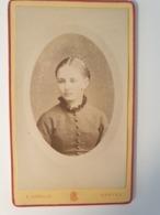 Cdv Ancienne Années 1800 Portrait D Une Femme. Photographe E. ASSELIN. MANTES FRANCE - Alte (vor 1900)