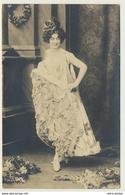 AK  Frau Femme Kleid Hut - Mode