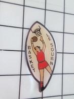 410e Pin's Pins / Beau Et Rare / THEME : SPORTS / BASKET-BALL CLUB LE SOURN - Baloncesto