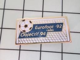 415c Pin's Pins / Beau Et Rare / THEME : SPORTS / FOOTBALL EUROFOOT 92 CADET OBJECTIF 94 BALLON BUT - Fútbol