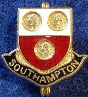 SOUTHAMPTON , ENGLAND FOOTBALL CLUB , ENAMELED PIN BADGE - Fútbol