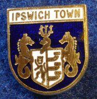IPSWICH , ENGLAND FOOTBALL CLUB , ENAMELED PIN BADGE - Fútbol