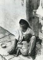 Inde Scene De Rue Portrait Mere Et Enfant Ancienne Photo Defossez 1970's - Ethniques, Cultures