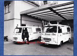 Photo Ancienne - PARIS - Hôpital à Situer - Superbe Camionnette POLICE SECOURS SAMU - Peugeot Camion - Automobiles