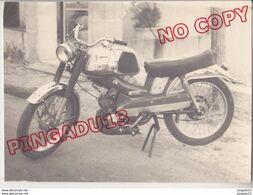 Au Plus Rapide Mobylette Motobécane Années 60-70 Beau Format 8.5 Par 11.5 Cm - Automobiles