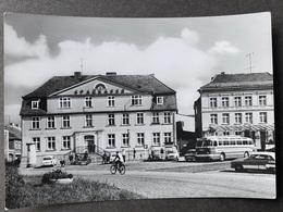 Greifswald Platz Der Freundschaft/ Bus/ Oldtimer Autos/ DDR Zeiten - Greifswald