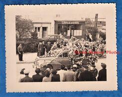 Photo Ancienne - SAULIEU ( Cote D' Or ) - Jour De Cavalcade ? - Camionnette Devant Le Café De La Gare ROUGEOT - Dubuot - Automobiles