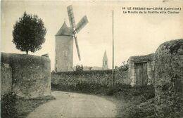 Le Fresne Sur Loire * Le Moulin à Vente De La Bastille Et Le Clocher * Molen - Francia