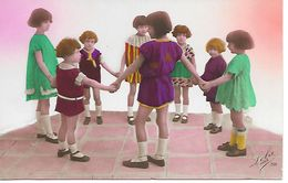 Group Of Children, Dancing?, Groupe D'enfants, Danse? Gruppo Di Bambini, Balli? - Kinder