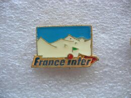 Pin's Montagnes Enneigées, France Inter - Cities