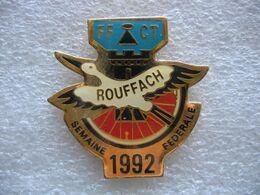 Pin's De La Semaine Fédérale De Cyclotourisme  à ROUFFACH (Dépt 68) En 1992 Avec La FFCT (Fédération Francaise De Cyclos - Ciclismo