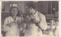 MARSEILLE / FACULTE DE PHARMACIE 1947 / TRES BELLE PHOTO / AVEC MLLE  CASTOR / 17X11 CM - Salute