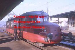 Reproduction D'unePhotographie D'un Train Flèche Rouge CFF-SBB à Liestal En Suisse En 1970 - Reproducciones