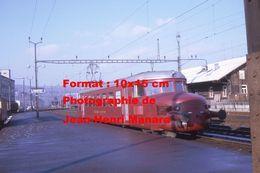 Reproduction D'unePhotographie D'un Train Flèche Rouge CFF-SBB En Gare De Liestal En Suisse En 1970 - Reproducciones
