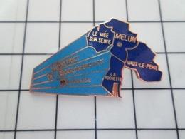 615B Pin's Pins / Beau Et Rare / THEME : VILLES / MELUN LE MEE SUR SEINE VAUX LE PENIL LA ROCHETTE - Cities