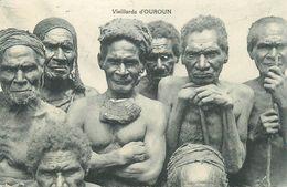 PAPOUASIE - NOUVELLE GUINEE - VIEILLARD D'OUROUN - CPA ETHNIQUE. - Papua Nueva Guinea