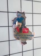 615B Pin's Pins / Beau Et Rare / THEME : SPORTS / LYON FOOTBALL DISTRICT DU RHONE Par PROMOPLUS - Fútbol