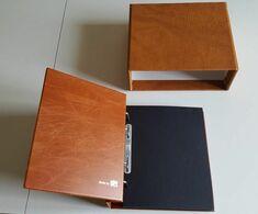 """RACCOGLITORE MARCA SAFE """"COMPACT"""" PER CARTOLINE, LETTERE, FDC (cod. Art. 7888) CON CUSTODIA """"LUXUS"""" (cod. Art. 871) - Supplies And Equipment"""